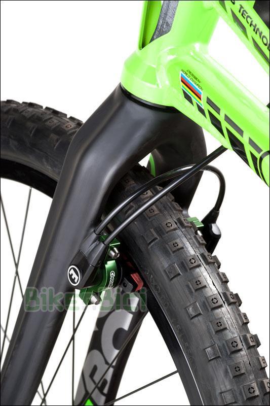 Bicicletas Trial CROSSBOW 26 PULGADAS 1085mm FRENO LLANTA Biketrial - Bicicleta Crossbow de 26 pulgadas para Trial y Biketrial. Chasis 1085mm de largo de aluminio aeroespacial 6082-T6. Frenos de llanta Magura HS33 2014. Horquilla de carbono. PEDALES Y TORNILLERÍA DE TITANIO. Chasis y horquilla preparados para freno de llanta. Componentes Crossbow de alta calidad. Acabado en color verde fluor con detalles en negro y gris. Peso total 8,250 kg