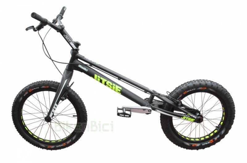 Bicicletas Trial JITSIE VARIAL + HORQUILLA CARBONO PLAY 20 PULGADAS FRENO LLANTA Biketrial - Bicicleta Jitsie Varial de 20 pulgadas para Trial y Biketrial. UNICA UNIDAD!! Montaje especial Bikenbici con una selección de componentes escogidos y con un precio inigualable. Horquilla Play carbono, bielas Trialtech SL, llantas y pedales Clean, soportes bombines Echo con tornillería titanio, Bujes carbono Racing Line... Peso total 7,640 kg.