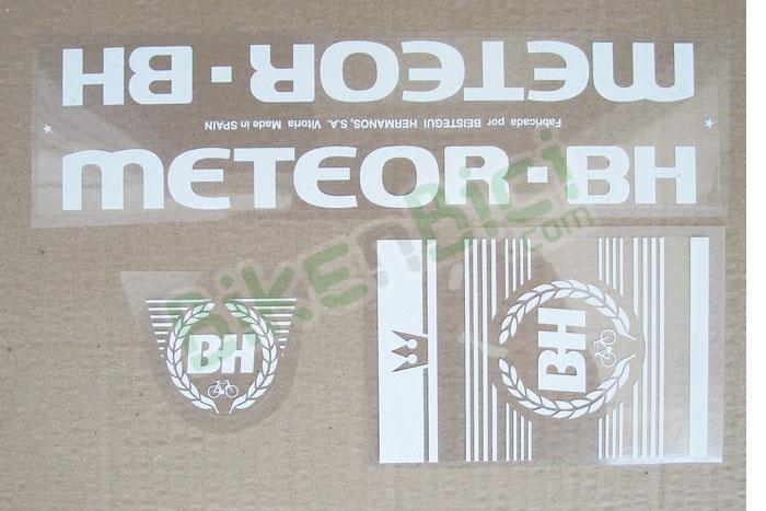 Calcas conjunto METEOR BH BMX adhesivos  - Conjunto de calcas (reeditadas) para el modelo Meteor BH de BMX. Fabricadas en poliéster de alta calidad y serigrafía a tinta blanca. No es necesario ni lacar ni barnizar posteriormente. Producto perfecto para restauración. PRODUCTO EXCLUSIVO BIKENBICI.COM