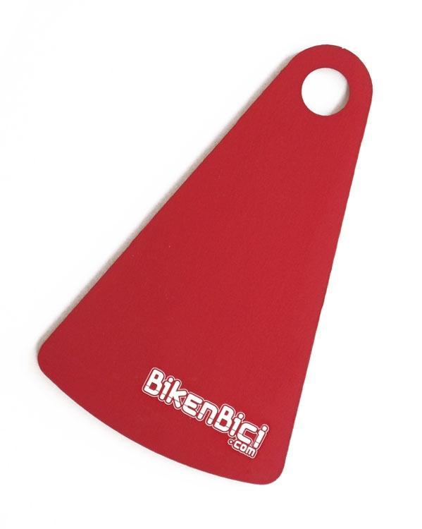 Protector de disco BIKENBICI BPR-01 interno aluminio rojo - Bikenbici.com presenta el primer protector de disco interno para bicicletas de Trial y Biketrial. Compatible con todos los chasis del mercado. Protege tus discos de golpes y rascadas. Acabado en anodizado rojo mate y logotipos grabados a láser. Fabricado en aluminio 7075-T6. Para ejes de 10mm y 12mm de diámetro. 3mm de grosor. Para discos de 160mm de diámetro. 29 gramos.  PRODUCTO EXCLUSIVO BIKENBICI.COM