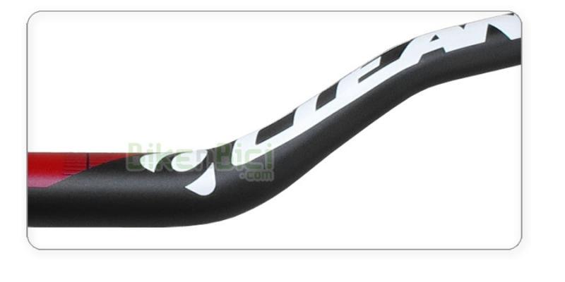 Manillares Trial CLEAN ALUMINIO 7075-T6 720mm/103 Biketrial negro  - Manillar de aluminio de la marca Clean. Fabricado en aluminio 7075-T6. 720mm de ancho. Centro milimetrado para poder ajustar perfectamente con la potencia. Altura de 103mm. Acabado negro mate con logotipos Clean en blanco y rojo. 297 gramos de peso.