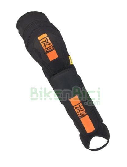 Espinilleras FUSE COMBO DFS Biketrial Espinillera/Rodillera/Tobillera - Espinilleras fabricadas con los mejores materiales para ofrecer la máxima protección a la vez que el máximo comfort. Protegen toda la parte frontal de la parte inferior de la pierna, la rodilla y el tobillo. Se ajustan perfectamente gracias a las cuatro tiras de velcro posteriores. Disponible en diferentes tallas. Protección de plástico desmontable para limpieza.