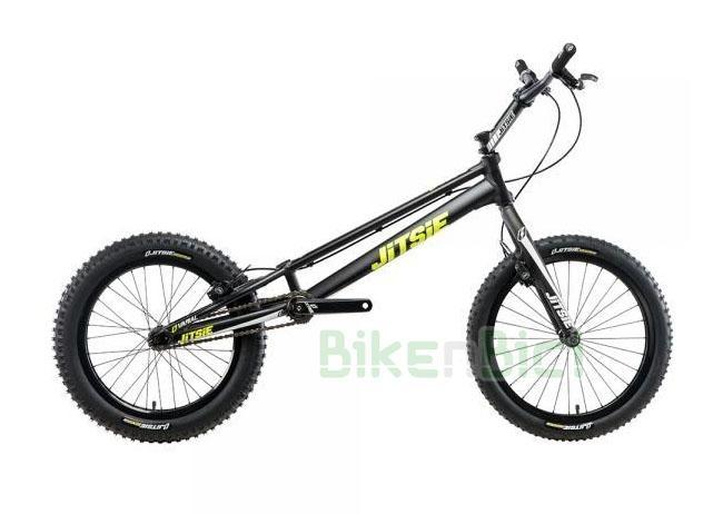 Bicicletas Trial JITSIE VARIAL 20 PULGADAS 1010mm FRENO DE LLANTA Biketrial - Bicicleta Jitsie Varial de 20 pulgadas para Trial y Biketrial. Chasis 1010mm de largo de aluminio aeroespacial 6061-T6. Horquilla Jitsie Varial 370mm. Frenos de llanta Magura HS33. Componentes de Jitsie de alta calidad. Acabado en color negro con logos Jitsie en blanco y amarillo flúor. Peso total 7,400 kg.