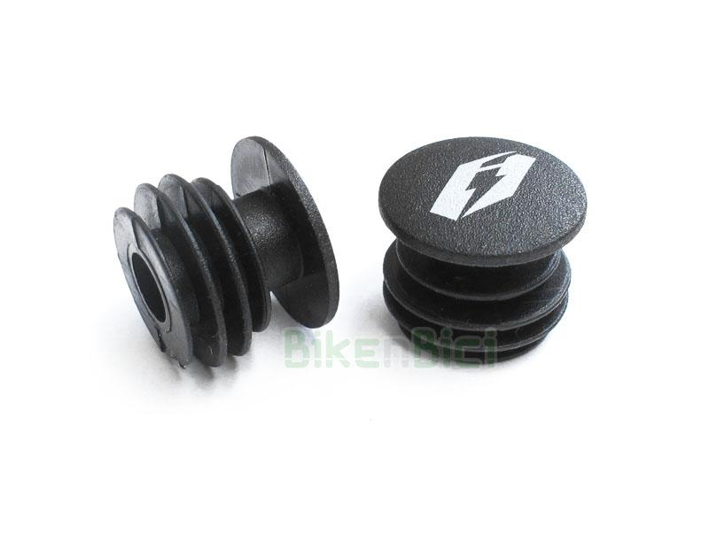 Puños Trial JITSIE TAPONES MANILLAR BLANCO Biketrial - Tapones de plástico de la marca Jitsie para Trial y Biketrial. Compatibles con todos los manillares de Trial del mercado. Fabricados en plástico. Tapones para proteger los finales de los manillares de las bicicletas de Trial. Precio por pareja. Color negro con logotipos Jitsie en color blanco. 3,5 gramos de peso (pareja).