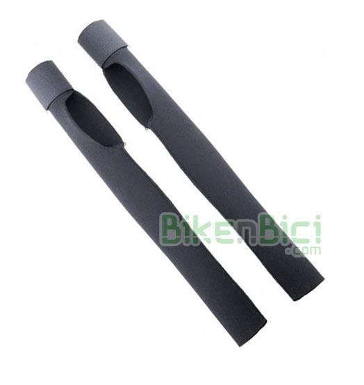 Protección horquilla Trial JITSIE NEOPRENO Biketrial HS33 - Protector de horquilla de la marca Jitsie. Ideal para proteger las barras de la horquilla contra golpes y posibles rozaduras. Fabricado en neopreno elástico y fijación mediante velcro. Es compatible con horquillas de 20, 24 y 26 pulgadas (cortar a la medida). Para frenos hidráulicos de llanta, tipo HS33, Racing Line,... Largo de 33,2 cm. Peso de 44 gramos.