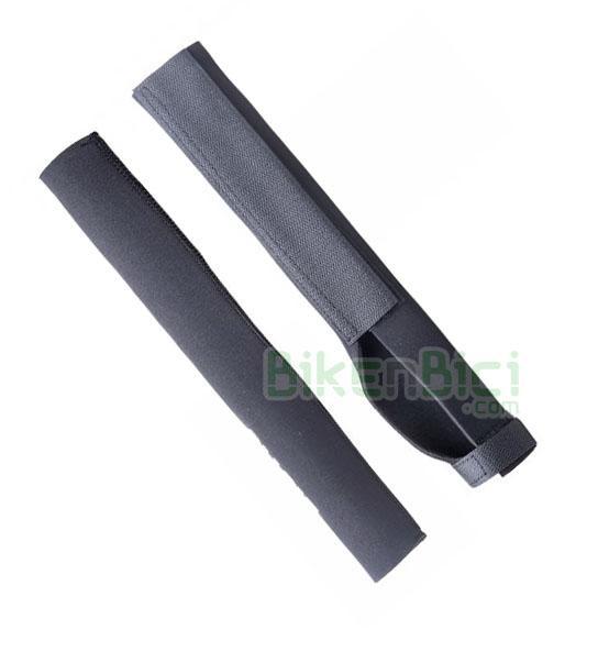 Protección horquilla Trial JITSIE NEOPRENO Biketrial DISCO - Protector de horquilla de la marca Jitsie. Ideal para proteger las barras de la horquilla contra golpes y posibles rozaduras. Fabricado en neopreno elástico y fijación mediante velcro. Es compatible con horquillas de 20, 24 y 26 pulgadas (cortar a la medida). Para horquillas con freno de disco. Largo de 33,2 cm. Peso de 44 gramos.