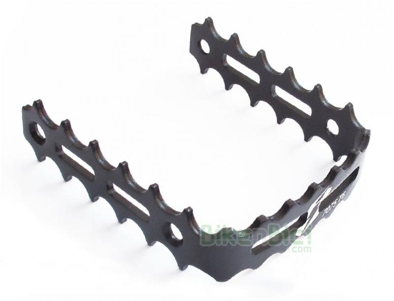Jaula pedal Trial JITSIE ALUMINIO Biketrial negro - Jaulas pedal Jitsie para pedales de herradura de la misma marca. Fabricada en aluminio 7075-T6 y anodizada en color negro. Compatible con pedales de herradura de la marca Clean, Breath y Try-All. 3mm de ancho en toda la jaula. 70 gramos de peso (pareja).