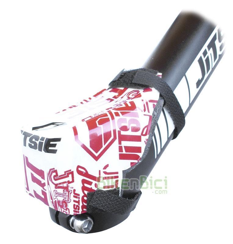 Protección potencia Trial JITSIE STEM Biketrial rojo/blanco - Protector de potencia de la marca Jitsie. Este protector suaviza posibles golpes de la zona abdominal contra la potencia. Fácil colocación mediante dos tiras de velcro. Fabricado en plástico de alta calidad, con interior en espuma de alta densidad. Compatible con todas las bicicletas del mercado. 8 gramos de peso.