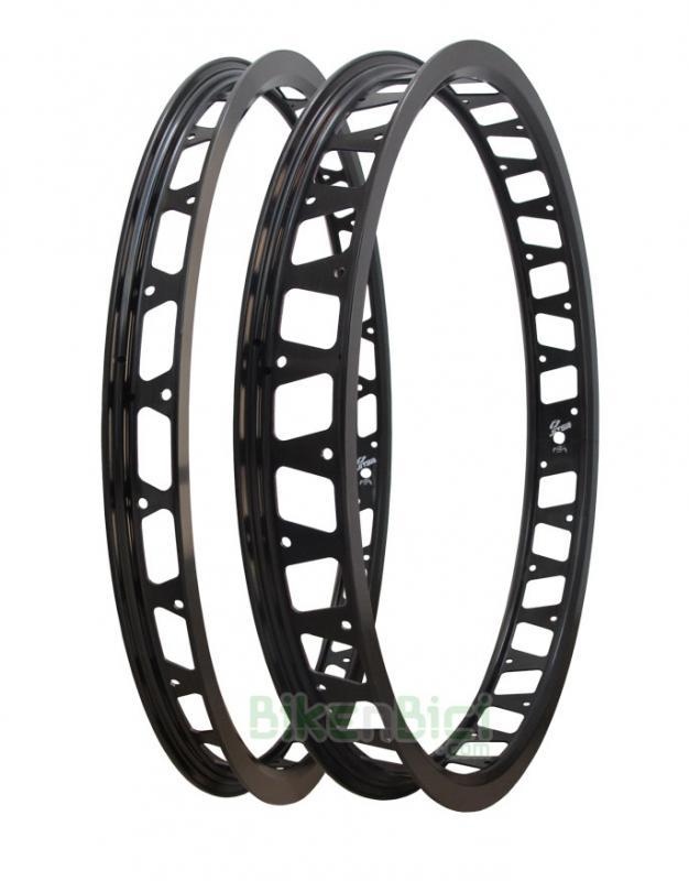 Llantas Trial JITSIE RACE 20 PULGADAS Biketrial conjunto - Conjuntos de llantas para Trial y Biketrial de la marca Jitsie. Aluminio especial para la mejor frenada en sistemas de freno tipo HS33. Versión aligerada. Conjunto para bicicletas de 20 pulgadas. Anodizadas en negro. 28 y 32 agujeros. 735 gramos el conjunto.