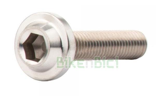 Tornillería Trial JITSIE TITANIO Biketrial M5x25mm - Tornillo de titanio de la marca Jitsie, tipo allen en medida M5x25mm. Medida para soportes de bombín de freno hidráulico. Compatible con la mayoría de soportes del mercado. Color titanio natural. Cabeza allen y base ancha para perfecto asiento sobre el soporte. Aleación de alta calidad. 3 gramos de peso (unidad)