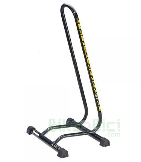 Caballetes Trial JITSIE SOPORTE BICICLETA desmontable aluminio - Soporte de la marca Jitsie para bicicletas de trial y MTB de 20, 24, 26, 27,5 y 29 pulgadas. Diseñado para usar en la rueda trasera. Desmontable para poder transportar fácilmente. Dispone de 4 patas de goma para proteger el suelo. Fabricado en aluminio y pintado en color negro. Decorado con logotipos Jitsie en amarillo. Peso total de 152 gramos.
