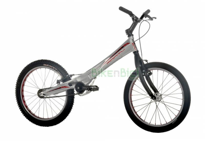 Bicicletas Trial MONTY 207K Biketrial infantil frenos V-Brake - La Monty 207K de Trial es la bicicleta de Biketrial infantil perfecta para iniciarse en este deporte. Su chasis monocasco de aluminio 6061, su horquilla especial y sus frenos V-Brake la hacen una bici de alta calidad a muy buen precio. La Monty 207K es para niños y niñas de 7 a 12 años. Acabado en color plata. Peso: 8.770 kg.