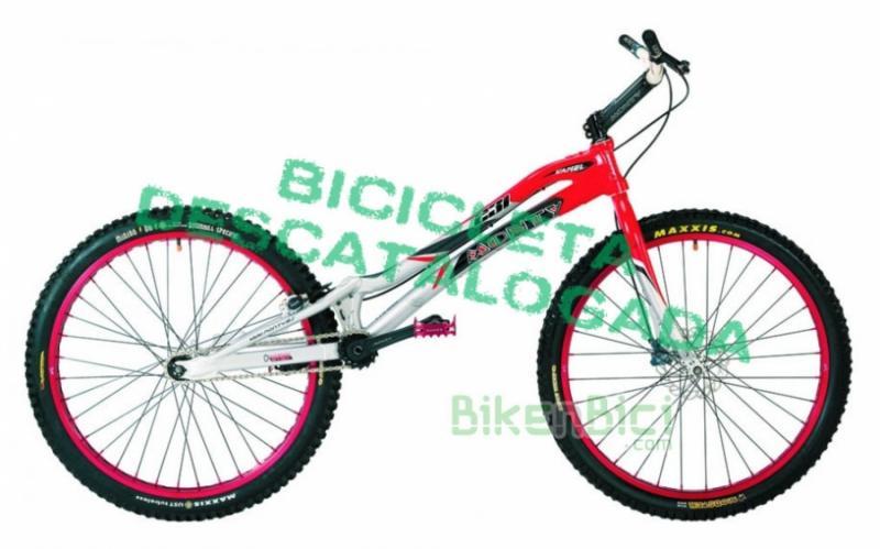 Bicicletas Trial MONTY 231 KAMEL Biketrial - La Monty 231 Kamel para Biketrial y Trial es una bicicleta de 26 pulgadas fabricada con los mejores materiales y un chasis resistente. Bicicleta para alta competición o para empezar en el deporte. Un modelo muy versátil de Monty para aquellos pilotos de Trial que prefieren las ruedas de 26 pulgadas.