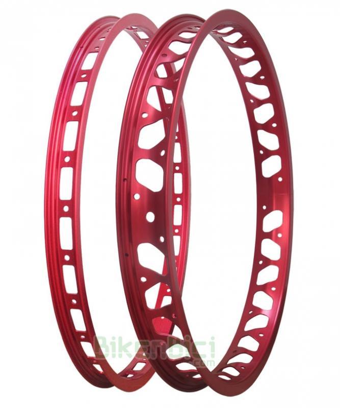 Llantas Trial MONTY PRORACE Biketrial conjunto roja - Conjuntos de llantas para Biketrial y Trial Monty ProRace ultraligeras. Anodizadas en color rojo tanto en la parte central como en los laterales. Para bicicletas de 20 pulgadas. Para bujes de 28 y 32 agujeros. 679 gramos el conjunto.