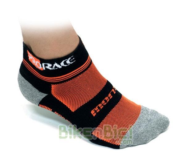 Calcetines Trial MONTY PRORACE Biketrial - Calcetines para Trial de la marca Monty, gama ProRace. Diseñados para un perfecto agarre al pie. Reforzados en la zona de la puntera y del talón para mayor durabilidad. Tejido Elastan para un perfecto acople al pie. Nuevos colores Monty. 5 tallas disponibles.