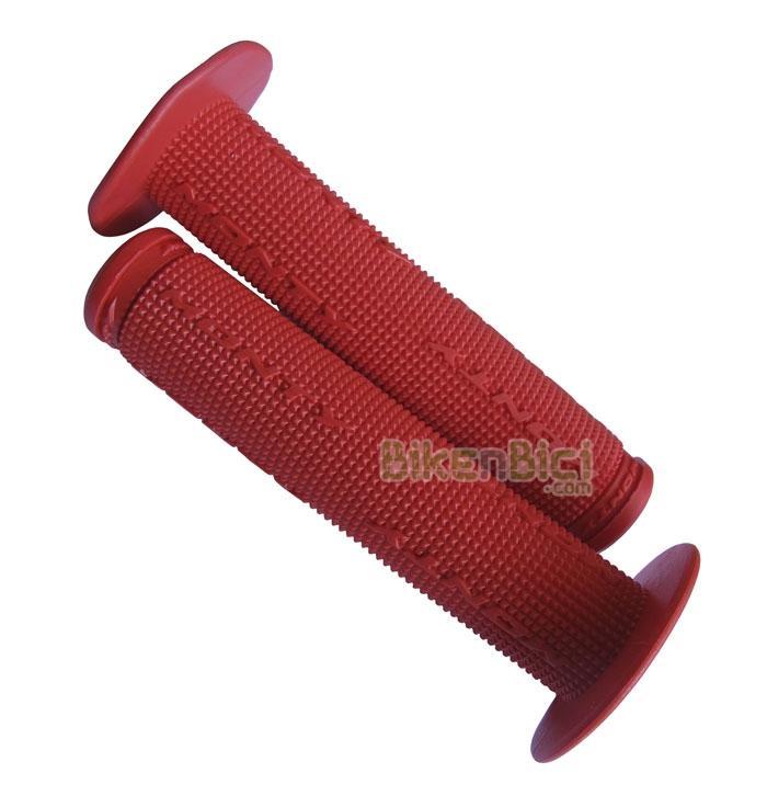 Puños Biketrial Trial MONTY GOMA rojos con Valona - Puños de goma roja CON VALONA de la marca Monty para Biketrial, Trial, BMX y Free. Montados de origen en varios modelos de la gama de BMX/Free de la marca, ofrecen la máxima suavidad y confort al estar fabricados en goma de alta densidad. Color rojo y logotipo Monty. Incluyen tapones de plástico para manillar.