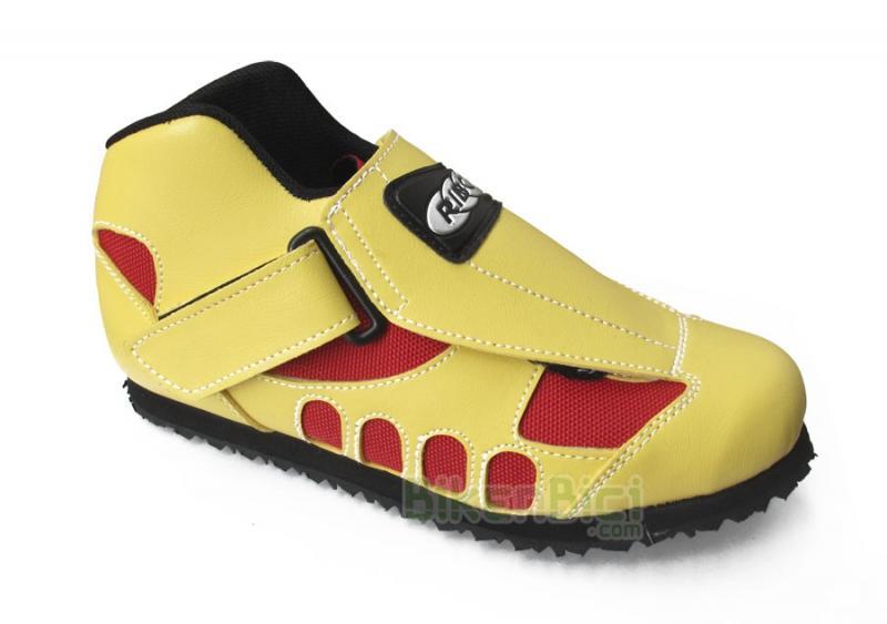 Zapatillas Trial RIBÓ MTX 2 SELECCIÓN CATALANA Biketrial (BAJO DEMANDA) - Zapatillas Ribó de altas prestaciones. Modelo MTX 2 Selección Catalana. Números del 32 al 48. Suela Davos de densidad intermedia. Cierre por cordones y tira de velcro lateral. Especialmente indicada para la práctica de Biketrial y Trial. Piel reforzada color amarillo con textura y rejilla en color rojo.
