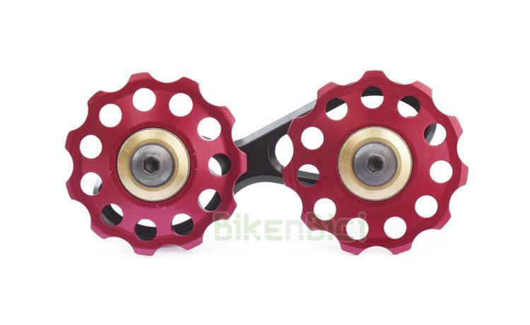 Tensores Trial TENSOR CADENA CLEAN - BIKENBICI Biketrial  - Tensor de cadena para los modelos de 20 pulgadas de la marca Clean gama X2. Compatible con bicicletas modelos de la marca Crewkerz. Ruedecillas aligeradas de aluminio 7075 fabricadas en CNC. 11T (dientes) cada una. Armazón de aluminio y muelle de acero. Giro sobre rodamientos sellados. Acabado en color rojo y dorado. Peso de 52 gramos.