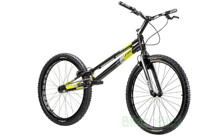 BICICLETA JITSIE VARIAL 26 PULGADAS - Bicicleta Jitsie Varial de 26 pulgadas para Trial y Biketrial. Chasis 1085mm de largo de aluminio aeroespacial 6061-T6. Horquilla Jitsie Varial 400mm. Dos configuraciones de frenos. Componentes de Jitsie de alta calidad. Acabado en color negro con logos Jitsie en negro, gris y amarillo flúor. Peso total 8,300 kg.