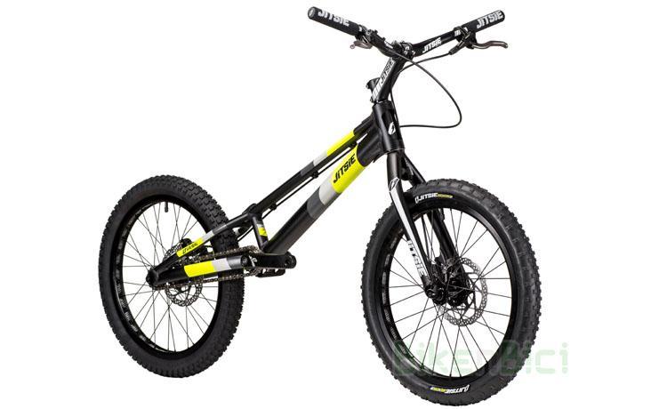 BICICLETA JITSIE VARIAL 20 PULGADAS 920mm FRENO DISCO - Bicicleta Jitsie Varial de 20 pulgadas para Trial y Biketrial. Chasis 920mm de largo de aluminio aeroespacial 6061-T6. Horquilla Jitsie Varial 350mm. Frenos de disco Shimano MT400. Componentes de Jitsie de alta calidad. Acabado en color negro con logos Jitsie en negro, gris y amarillo flúor. Peso total 7,585 kg.