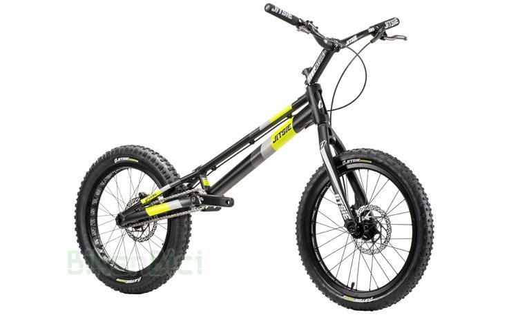 BICICLETA JITSIE VARIAL 20 PULGADAS 970mm FRENO DISCO - Bicicleta Jitsie Varial de 20 pulgadas para Trial y Biketrial. Chasis 970mm de largo de aluminio aeroespacial 6061-T6. Frenos de disco postmount Shimano MT400. Chasis preparado para discos de 160mm y 162.5mm de diámetro. Componentes de Jitsie de alta calidad. Acabado en color negro con logos Jitsie en negro, gris y amarillo flúor. Peso total 7,600 kg.