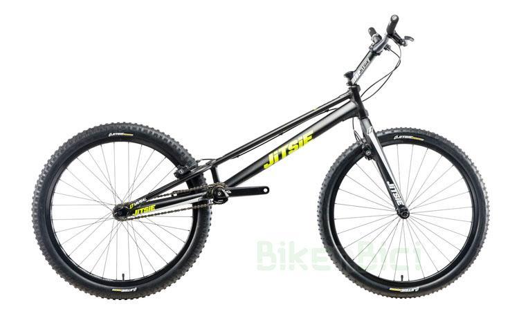 Bicicletas Trial JITSIE VARIAL 26 PULGADAS 1085mm Biketrial - Bicicleta Jitsie Varial de 26 pulgadas para Trial y Biketrial. Chasis 1085mm de largo de aluminio aeroespacial 6061-T6. Horquilla Jitsie Varial 380mm. Frenos de llanta Magura HS33. Componentes de Jitsie de alta calidad. Acabado en color negro con logos Jitsie en blanco y amarillo flúor. Peso total 8,300 kg.
