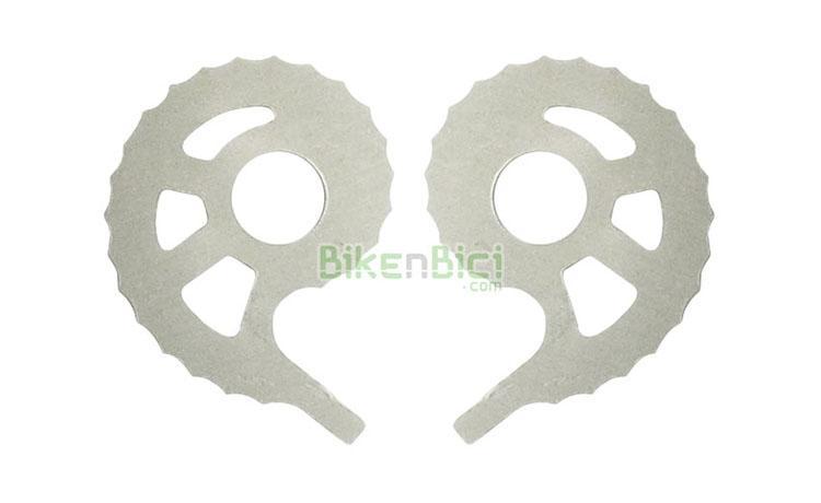 Tensores Trial CLEAN 7075 CNC Biketrial excéntricas plata - Juego de tensores de cadena para bicicletas de Biketrial y Trial de la marca Clean. Para bujes con eje de 10mm de diámetro. Fabricadas en aluminio 7075 y mecanizadas en CNC. Gran superficie de apoyo para un perfecto tensado. Muy aligeradas. Acabado gris/plata. 10 gramos de peso.