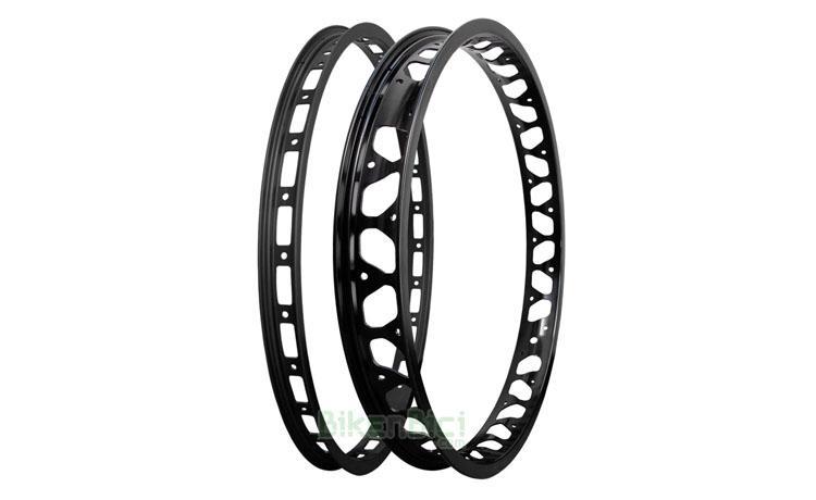 Llantas Trial MONTY PRORACE Biketrial conjunto negra - Conjuntos de llantas para Biketrial y Trial Monty ProRace ultraligeras. Anodizadas en color negro tanto en la parte central como en los laterales. Para bicicletas de 20 pulgadas. Para bujes de 28 y 32 agujeros. 679 gramos el conjunto.
