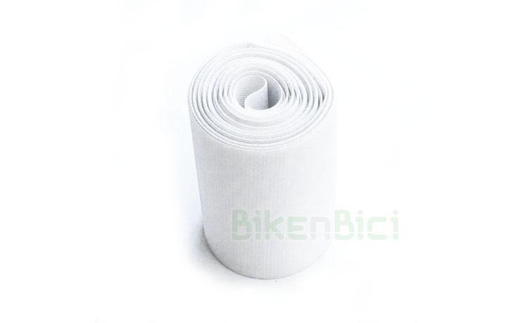 Fondo llanta COMAS 26 PULGADAS TRASERO - Fondo de llanta de la marca Comas para ruedas de Biketrial y Trial de 26 pulgadas. Para ruedas traseras de bicicletas de 26 pulgadas. Ancho de 42mm. Acabado en color blanco. Peso de 38 gramos.