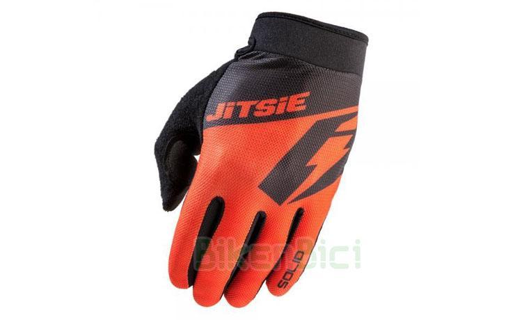 Guantes Trial JITSIE SOLID 2019 Biketrial - Guantes para Trial y Biketrial de la marca Jitsie, modelo SOLID. Guante muy ligero y diseñado para un excelente agarre y tacto durante la conducción. Tecnología Clarino en la palma de la mano. Cierre del puño con tira de velcro. Relieve en la palma de la mano para un mayor agarre. 50 gramos de peso (talla M).