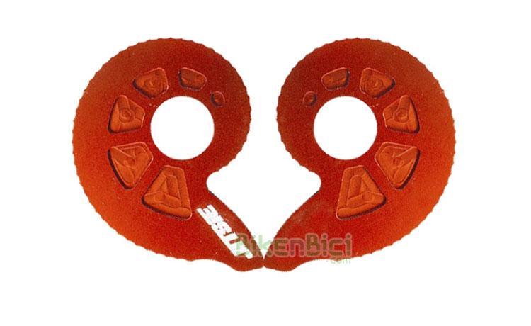 Tensores JITSIE SNAILS CAMS ROJOS - Juego de tensores de cadena para bicicletas de Biketrial y Trial de la marca Jitsie. Compatibles con todas marcas de bicicleta. Adaptables a bicicletas con eje agujereado (fijación por tornillo) y a ruedas con eje macizo (fijación por tuerca). Acabado anodizado en color rojo. Medida oversize para todos los chasis del mercado. Peso de 11.5 gramos (la pareja).