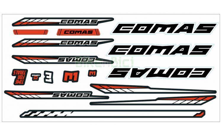CONJUNTO CALCAS COMAS R1 - Conjunto de calcas de la marca Comas para sus modelos R1 de Trial de 18, 20 y 26 pulgadas. Incluye todas las calcas que lleva la bicicleta de origen. Muy fáciles de colocar. Troquelados individualmente. Colores rojo, negro y blanco.