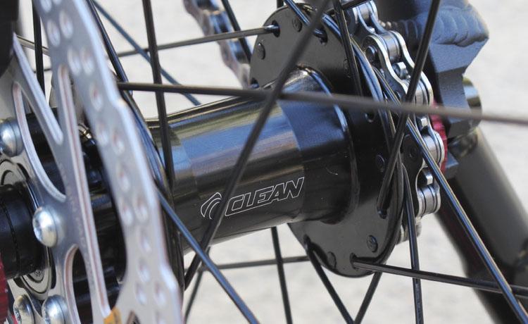 Bicicletas Trial KABRA S20 2017 20 PULGADAS 970mm SHIMANO M396 Biketrial - MUY POCAS UNIDADES! Bicicleta Kabra S20 de 20 pulgadas 2017 montaje Bikenbici. La base de chasis y horquilla Kabra S20 para frenos de disco con un montaje de componentes seleccionados por Bikenbici. Frenos de disco Shimano, componentes Clean, Jitsie, Monty, ... Una bicicleta perfecta para iniciación en escuelas con componentes de alta calidad. Peso 8,690kg.