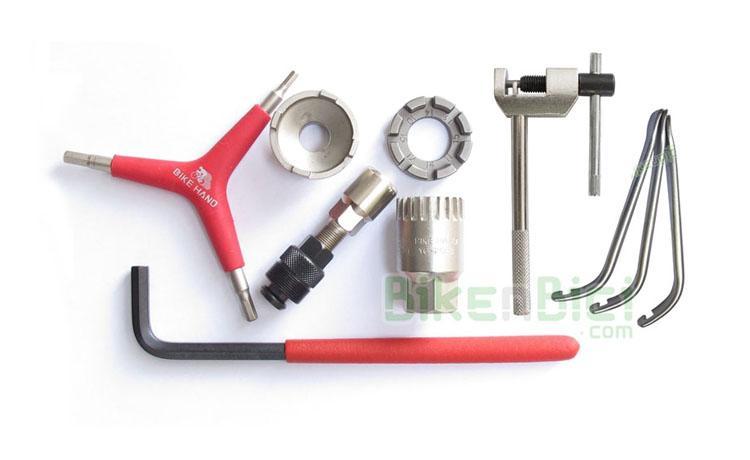 KIT HERRAMIENTAS 1 - Kit completo de herramientas y extractores para el desmontaje y reparación de todas las piezas de la bicicleta de Biketrial y Trial. Incluye los extractores de piñones, pedalier y bielas, además de las principales llaves para el mantenimiento de la bicicleta.