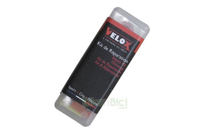CAJA PARCHES VELOX - Kit de reparación de pinchazos de la marca Velox. Se compone de 4 parches de 25 mm. de diámetro, dos parches de 15 mm. de diámetro, una hojita de lija para limpieza y un bote de solución vulcanizante de 5ml. Presentado en caja de plástico para poder llevarlo fácilmente.