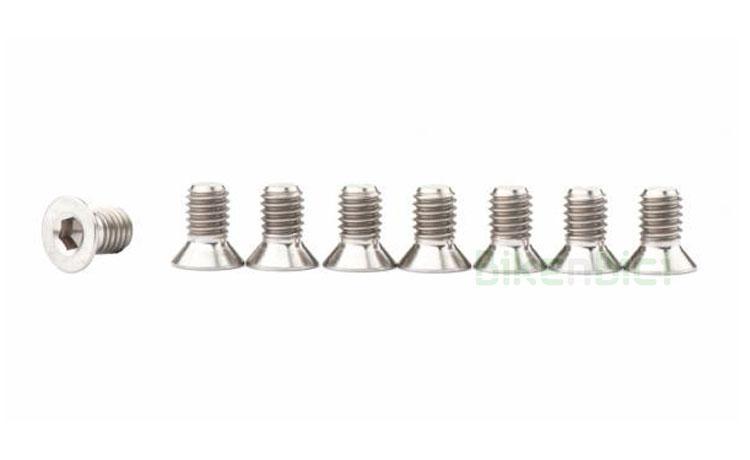 Tornillería Trial JITSIE KIT PEDALES TITANIO Biketrial M5x6mm - Kit de tornillos de titanio de la marca Jitsie, tipo allen avellanado en medida M5x6mm. Tornillos para las jaulas de pedal de la marca Jitsie y compatibles. Color titanio natural. Cabeza allen avellanada para perfecto asiento sobre la jaula del pedal. Aleación de alta calidad. 4 gramos de peso (unidad).