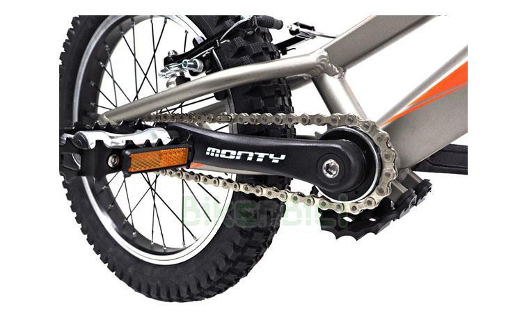 Bicicletas Trial MONTY 205 KAIZEN Biketrial - Bicicleta de Trial y Biketrial de la marca Monty para niños de entre 4 y 8 años. Chasis fabricado en aluminio 6061-T6 de alta calidad. Frenos de llanta V-Brake. Ruedas de 16 y 18 pulgadas. Llantas con cantos pulidos. Neumáticos Monty Endurance. Desarrollo adecuado a la edad del piloto. Peso: N.D.