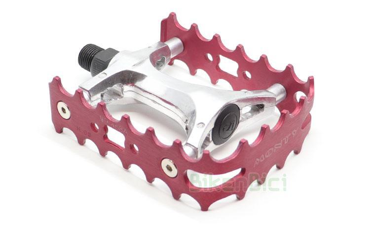 PEDALES MONTY ALUMINIO SIMPLE CAGE ROJO - Pedales de simple jaula fabricados en aluminio de alta calidad. Eje del pedal fabricado en aleación de acero. Jaula de aluminio 7075-T6. Compatible con todas las bicicletas de trial del mercado. Rosca de 9/16