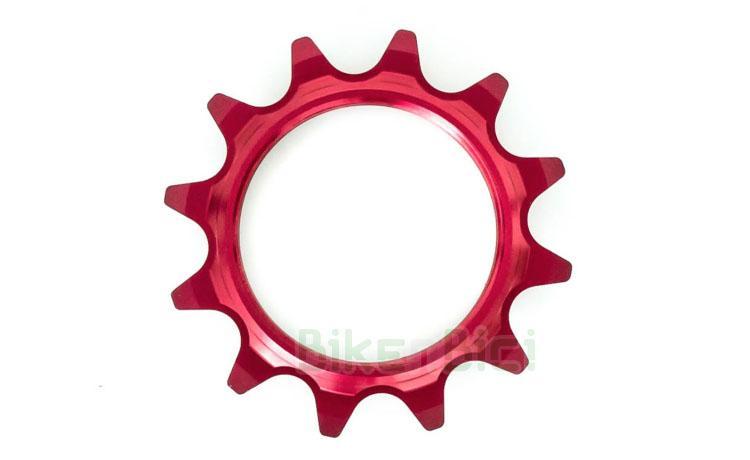 Piñón fijo Trial COMAS CENTRADO ALUMINIO 12 DIENTES Biketrial - Piñón fijo de la marca COMAS para bicicletas de Biketrial y Trial. Fabricado en aluminio 7075-T6 y mecanizado en CNC. Compatible con todos los bujes del mercado. Rosca 1,37