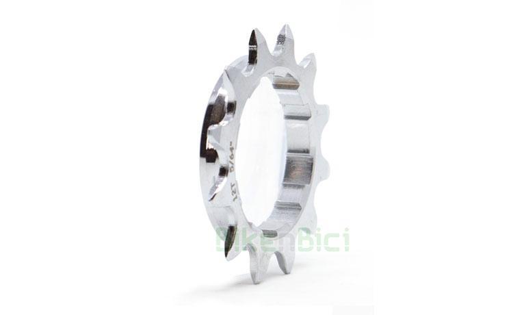 PIÑÓN FIJO GUSSET ACERO CASSETTE HG 12 DIENTES - Piñón fijo Gusset fabricado en Cr-Mo de alta resistencia. Para bujes tipo cassette con sistema Shimano HG. Mecanizado en CNC. Ancho de 7mm en la zona del cassette. Compatible con las cadenas de ancho 1/8