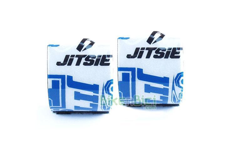 Protección frenos Trial JITSIE BOMBA FRENO Biketrial negro/blanco - Protector de bombas de freno de la marca Jitsie. Este protector suaviza posibles golpes de las rodillas con los soportes de las bombas de freno. Fácil colocación mediante dos tiras de velcro. Fabricado en plástico de alta calidad, con interior en espuma de alta densidad. Compatible con todas las bombas de freno del mercado. 6.5 gramos de peso (pareja).