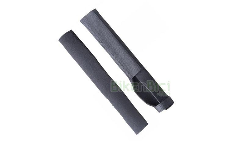 PROTECTOR HORQUILLA NEOPRENO JITSIE DISCO - Protector de horquilla de la marca Jitsie. Ideal para proteger las barras de la horquilla contra golpes y posibles rozaduras. Fabricado en neopreno elástico y fijación mediante velcro. Es compatible con horquillas de 20, 24 y 26 pulgadas (cortar a la medida). Para horquillas con freno de disco. Largo de 33,2 cm. Peso de 44 gramos.