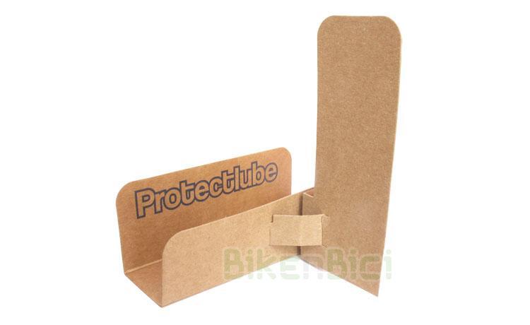 Cadenas Trial PROTECTOR LUBRICACIÓN PROTECTLUBE Biketrial (2 UNIDADES) - Protectlube es una herramienta con un diseño industrial protegido qué permite engrasar de forma limpia y eficaz cualquier cadena de bicicleta o moto. Evita las salpicaduras en otras partes del vehículo. Fabricado en cartón reciclable. Incluye espuma absorbente de la grasa sobrante. Puede usarse varias veces sin problema. Producto reciclable y ecológico. Incluye instrucciones de montaje. Muy fácil uso. Precio por dos unidades.