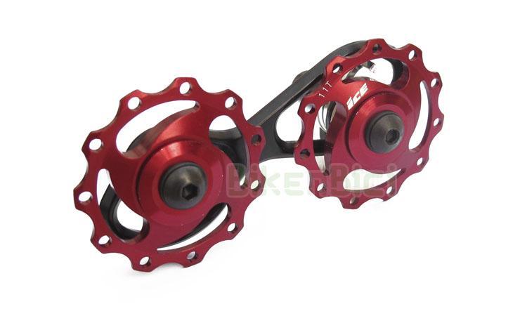 Tensores Trial TENSOR CADENA CLEAN - BIKENBICI Biketrial  - Tensor de cadena para los modelos de 20 pulgadas de la marca Clean. Compatible con bicicletas modelos de la marca Crewkerz, Ozonys, ... Ruedecillas aligeradas de aluminio 7075 fabricadas en CNC. 11T (dientes) cada una. Armazón de aluminio y muelle de acero. Giro sobre rodamientos sellados. Acabado en color rojo y dorado. Peso de 53 gramos.