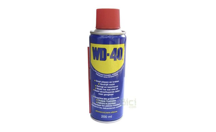Herramientas bicicleta MULTIUSO WD-40 200ml - Multiusos de la marca WD-40 con excelentes propiedades. Protege de la humedad, Limpia y protege contra la corrosión. Ayuda a aflojar piezas agarrotadas por el óxido. Protege contra la corrosión. Bote de 400ml.